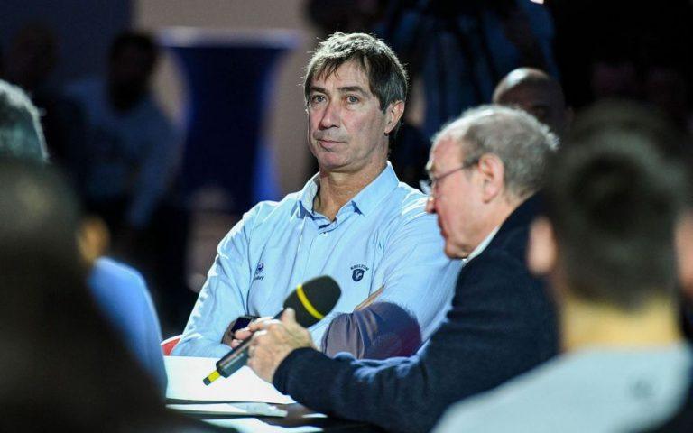 Laurent Tillie, sélectionneur de l'équipe de France de Volley parle de Mikasa